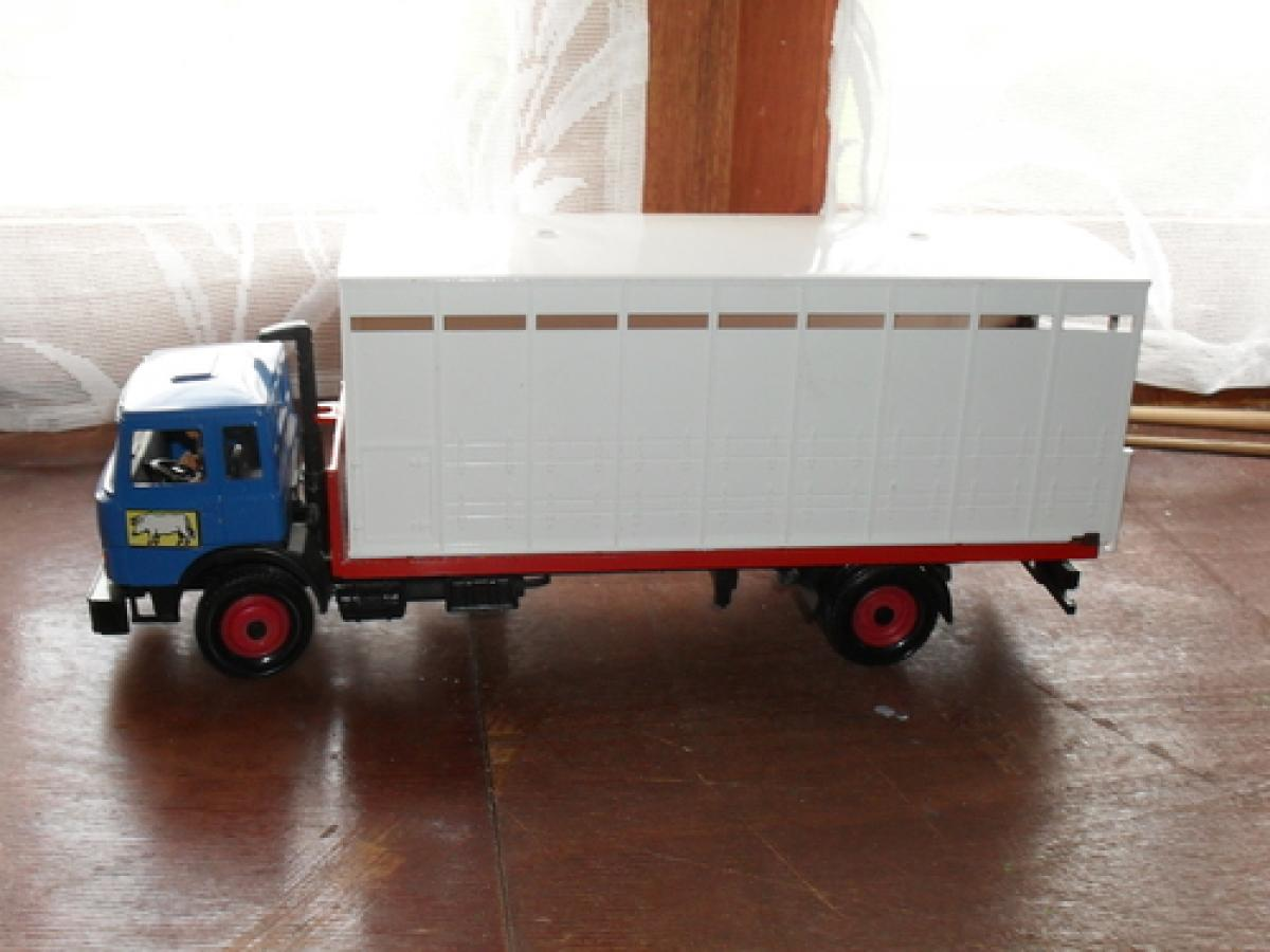 camion b taill re pour totof 89 britains camions occasion. Black Bedroom Furniture Sets. Home Design Ideas
