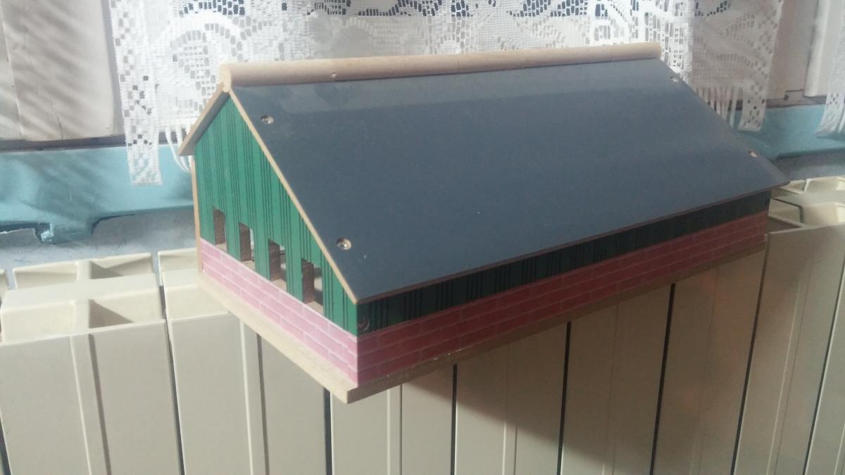 hangar en bois pour mat riel artisanal batiments occasion. Black Bedroom Furniture Sets. Home Design Ideas
