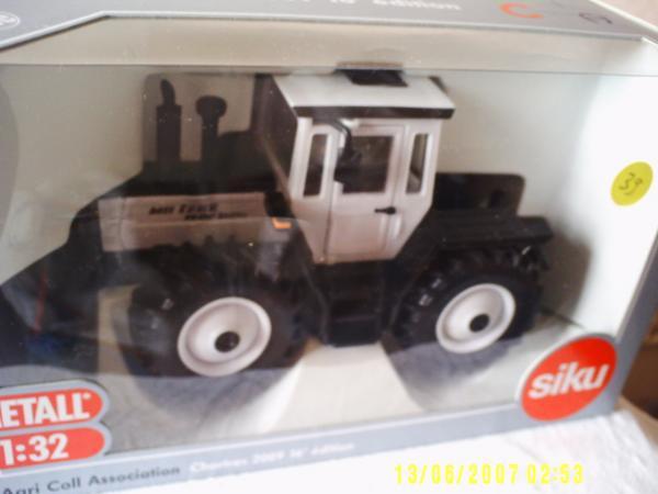 mercedes mb trac 1600 blanc d chartres 2009 siku tracteurs simples universmini. Black Bedroom Furniture Sets. Home Design Ideas
