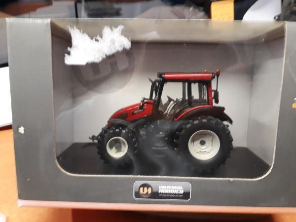 1/32° VALTRA N103 Hitech5 Rouge