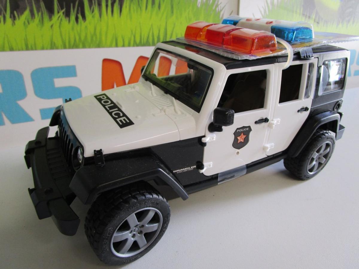 jeep wrangler unlimited rubicon police avec policier 02526 bruder accessoires. Black Bedroom Furniture Sets. Home Design Ideas